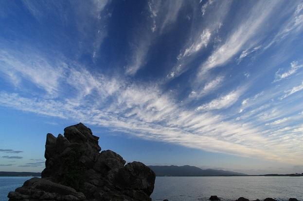 人面岩と雲2