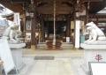 拝殿前の狛蛙