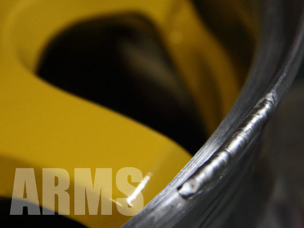 アルミホイールの潰れたリムをアルミ溶接で修理