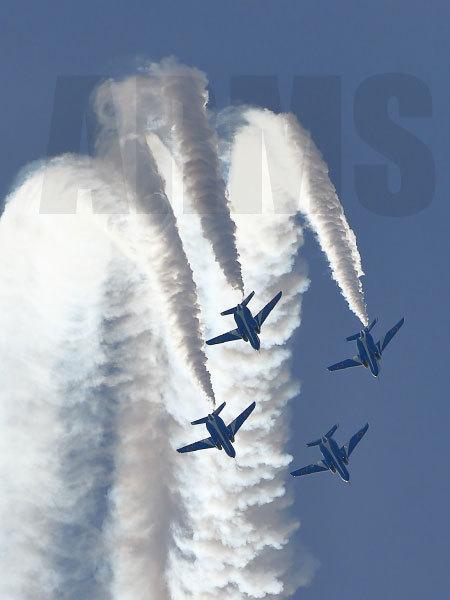 機体間隔を寄せるブルーインパルス