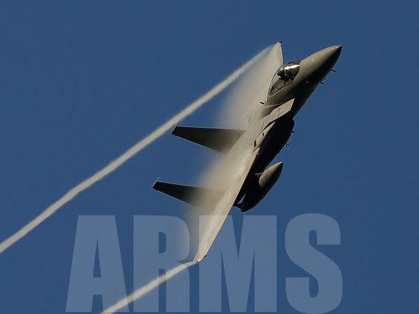 岐阜基地のF15戦闘機の機動飛行