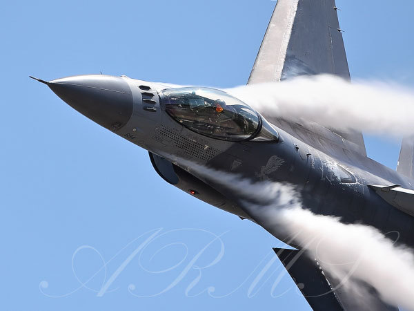 米軍のF16 アクロバット飛行