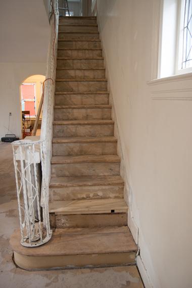 階段サンディング終了