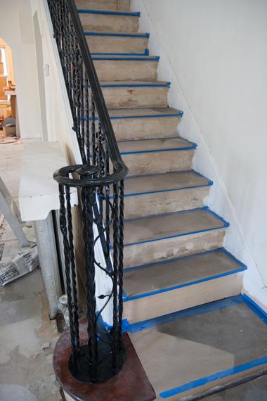 階段レール黒塗り