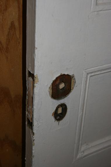 ドア穴埋め