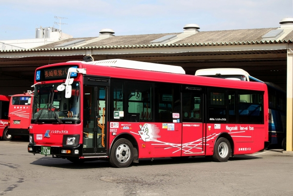 長崎200か1228 B852