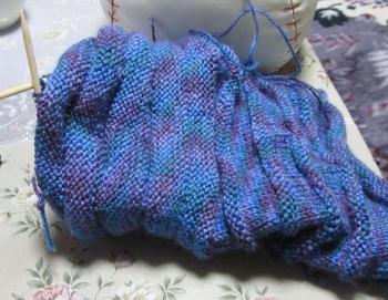 編み物してます
