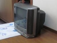 廃棄するテレビ