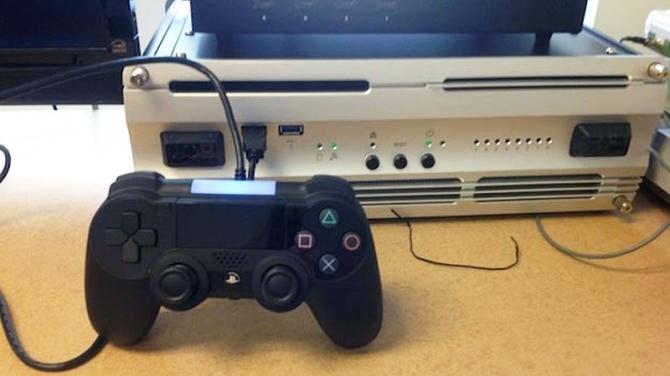 PS4開発機はWindows7搭載のPC