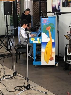 8歳のストリート・ピアノ