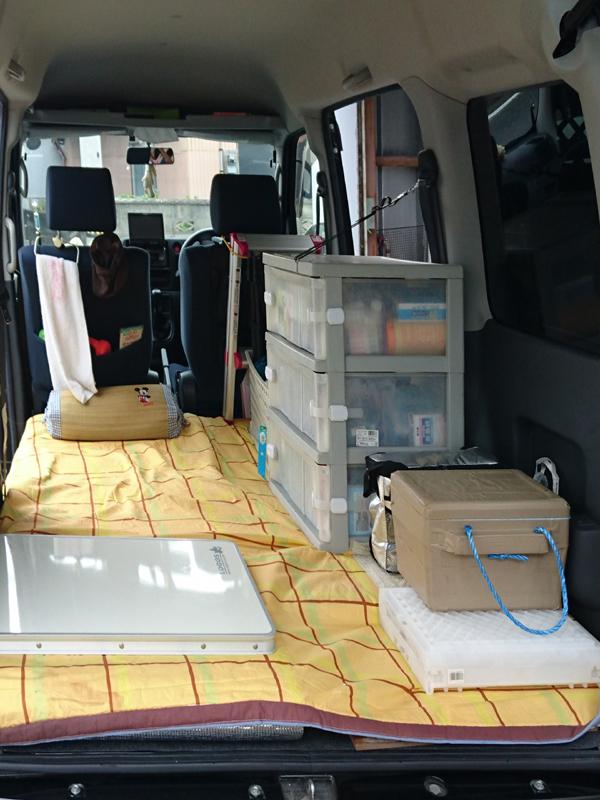 敷物と荷物積み込み