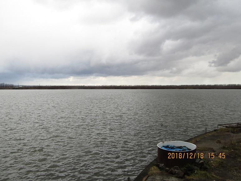 冬の湖水1