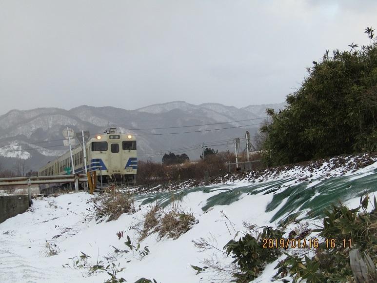 列車と雪景色