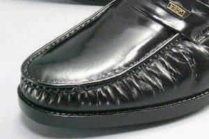 革靴のTPOローファー餃子靴