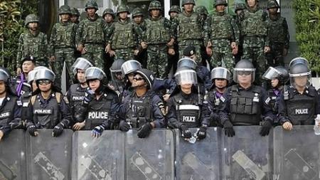 文「既にウリが赤く染めてあるニダ!」 ~ 韓国軍事クーデターに怯える文在寅大統領