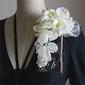 結婚式コサージュ・カラーと胡蝶蘭と花びらで貴女だけのスタイル