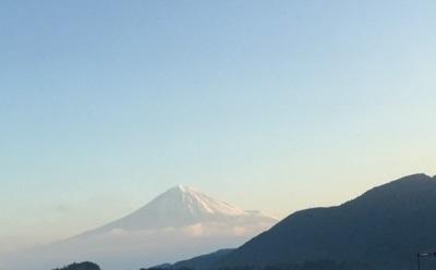 新東名から望む富士山