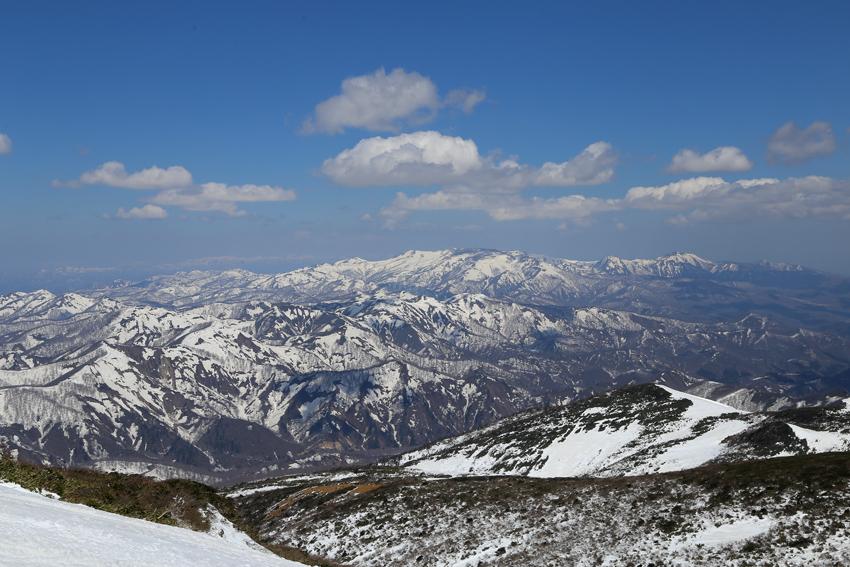 20190429栗駒山から見る焼石