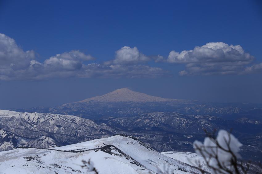 20190429鳥海山と秣岳