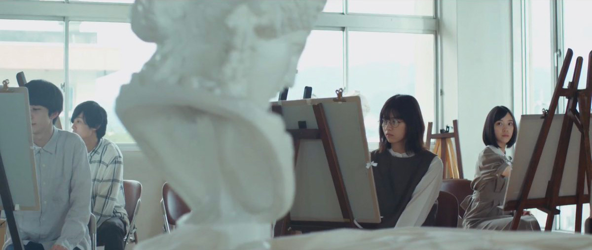 「帰り道は遠回りしたくなる」MV 美術部 堀未央奈