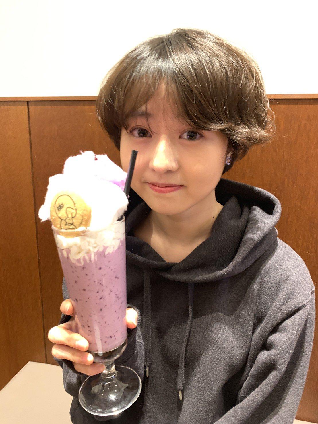 坂CAFÉ 伊藤万理華さんに「ごめんね、スムージー」を飲んで頂きました