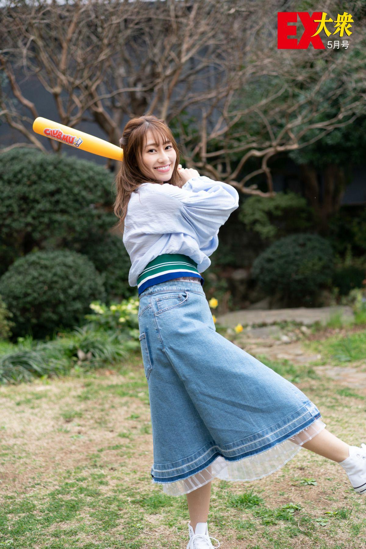 【EX大衆5月号 未掲載カット】乃木坂46桜井玲香のバッティングフォーム