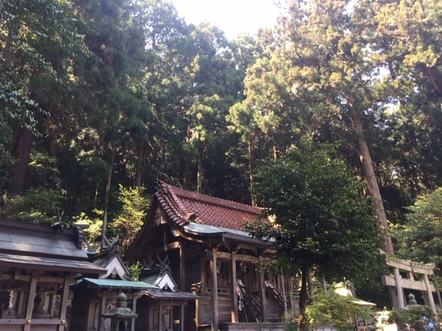 と木拝殿横
