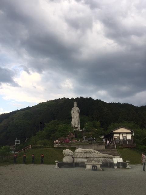 2涅槃像と仏像