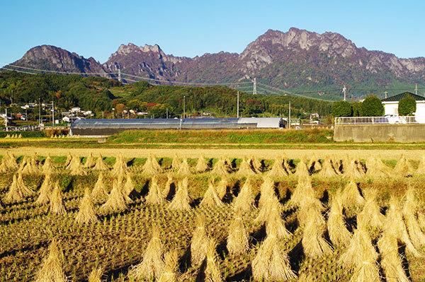 富岡市妙義町から妙義山