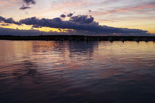 いわき市平豊間の漁港の朝