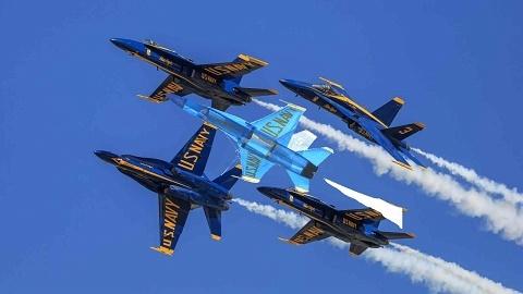 McDonnell_Douglas_F_A_18_Hornet_Blue_Angels-.jpg