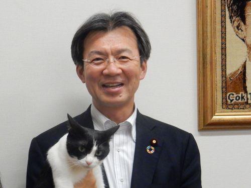 宮城2区 衆議院議員 秋葉賢也先生と猫ジャンヌ 500