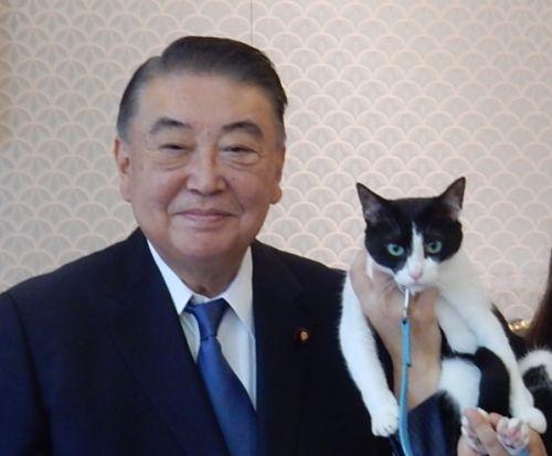 青森2区 衆議院議長 大島理森先生と猫ジャンヌ 500