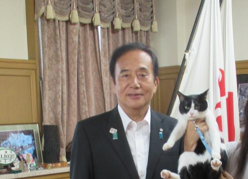 上田知事 知事室にて 500