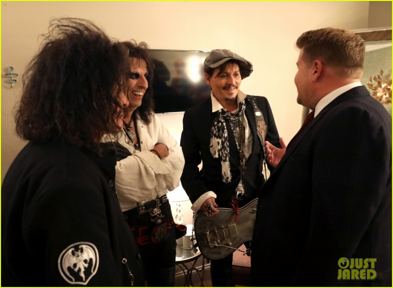 johnny-depp-hollywood-vampires-cover-david-bowies-heroes-on-late-late-show-01.jpeg