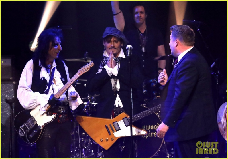 johnny-depp-hollywood-vampires-cover-david-bowies-heroes-on-late-late-show-05.jpeg