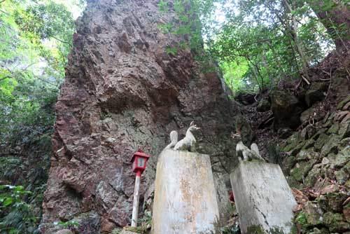 181017岩湧く