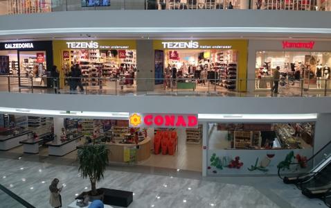 トプタニ ショッピングセンター内のイタリア系スーパー CONAD