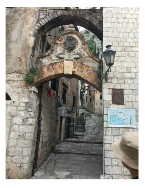 コトルの城塞への入り口