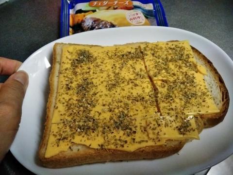 チェダーチーズのオレガノチーズトースト1