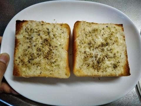 オレガノチーズトーストを食べてます!2