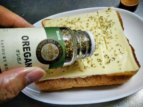 オレガノ チーズトーストを食べてみました!1