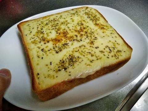 オレガノ チーズトーストを食べてみました!2