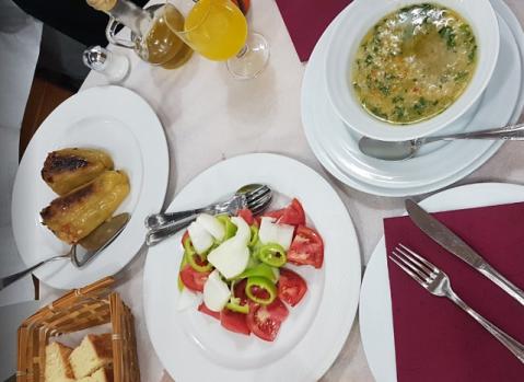 ティラナの人気レストランOda2