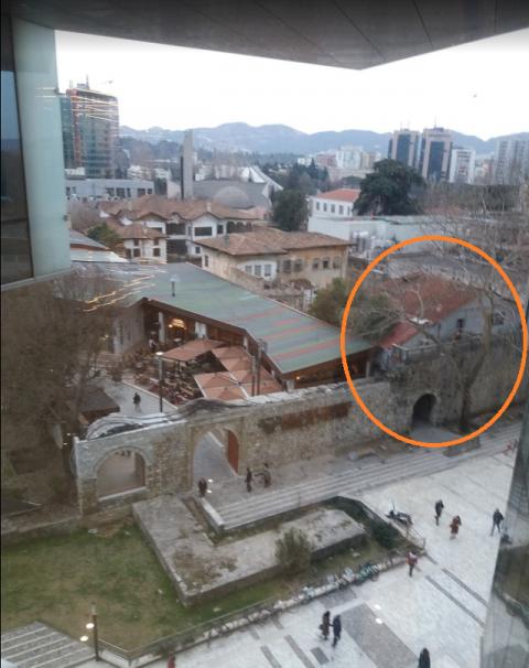 Hotel Kalaja がちょっと見えます
