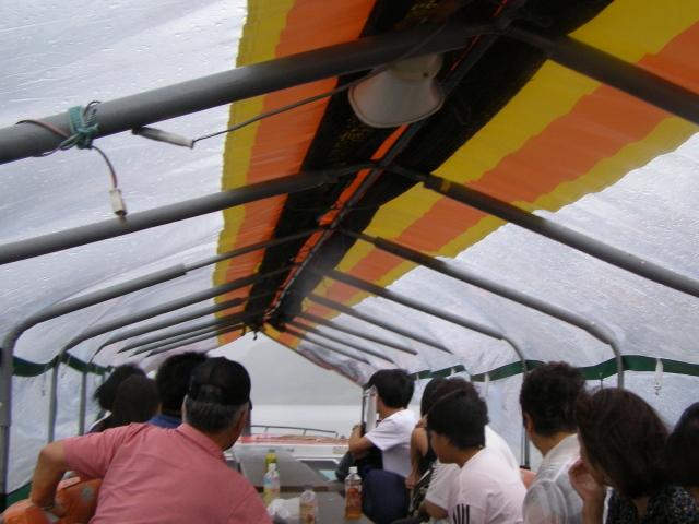 雨の船内0831