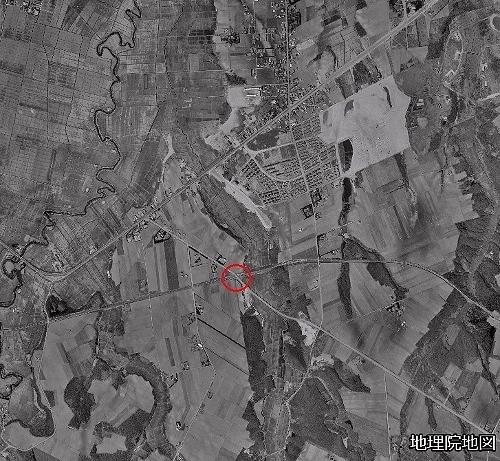 空中写真1961年 千歳線 広島村への道の踏切