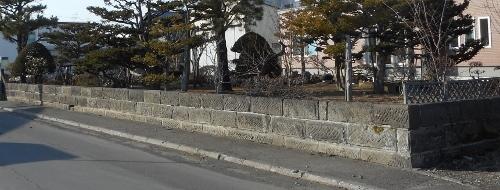 伏古 Mさん宅の軟石擁壁