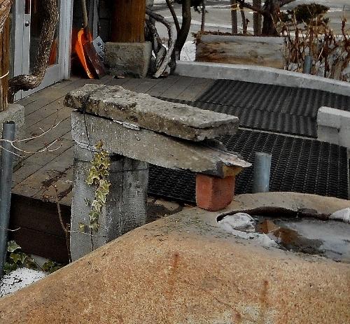 西野 自然食品の店 玄関 札幌軟石 つくばい?