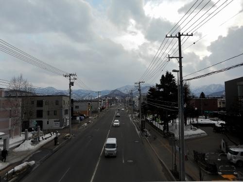 手稲東小学校前歩道橋から山側を望む